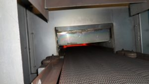 Electric tunnel kiln with metal belt